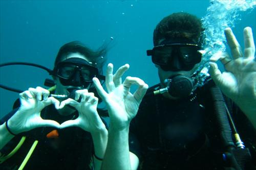 Happy_Couple_Diving_at_Phi_Phi_Lae_Phuket_Thailand.jpg